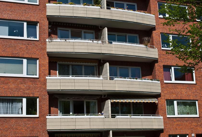 Typische Balkone der 50 er Jahre (Foto Hans Pete Denecke / fotolia.com)