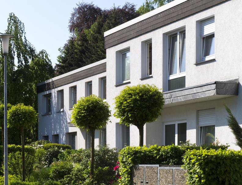 Mehrfamilienhaus der 70er Jahre (Foto: eyewave / fotolia.com)