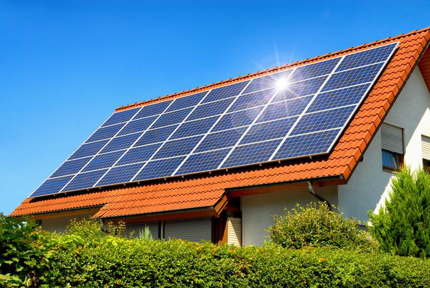 Solarzellen auf dem Dach (Smileus / Fotolia)