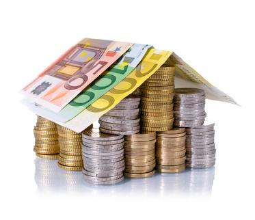 Auch beim Ersteigern muss die Finanzierung stehen (Fotolia/grafikplusfoto)