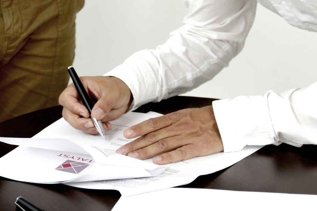 Auf den richtigen Mietvertrag achten! (c) pixabay